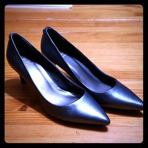 3/$50 - EUC - Pewter Leather Pointed Toe Heels